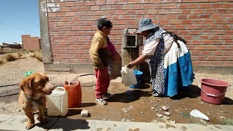 water-small-town-bolivia